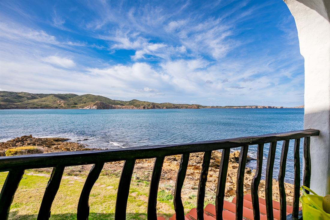 Frontline apartment for sale in Playas de Fornells with rental license