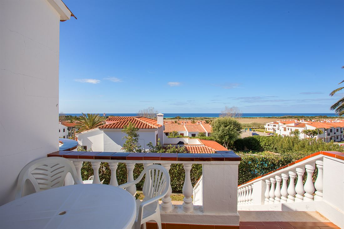 Spacious villa with 2 apartments, pool and sea views in Son Bou