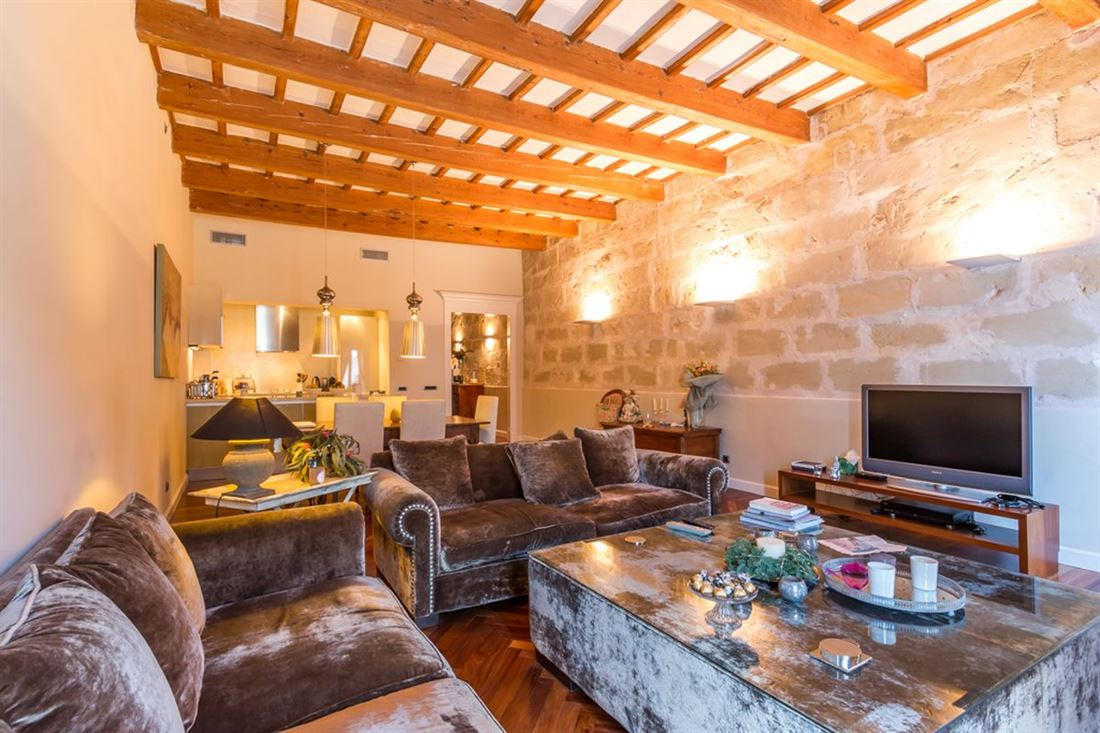 Elegant duplex penthouse in the center of Mahón with 2 balconies