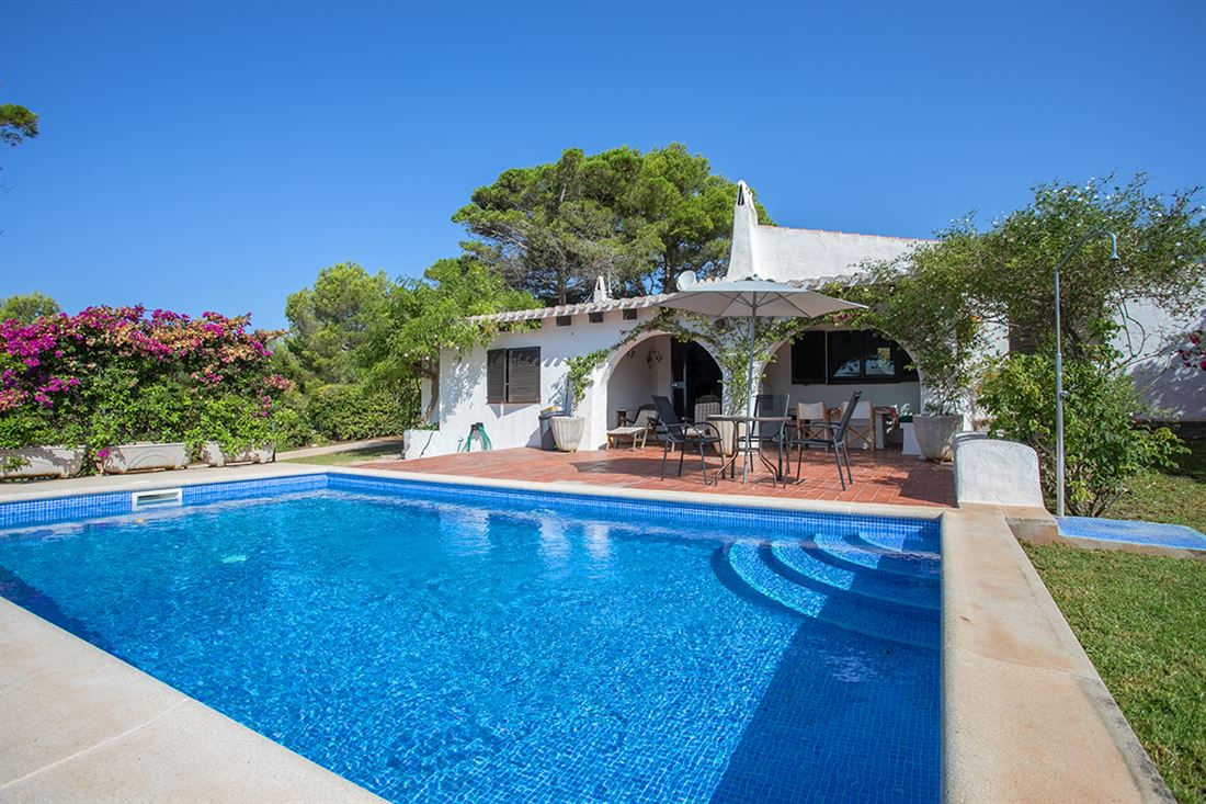 Charming property with pool and stunning sea views, ideally located just 5 minutes from the beach